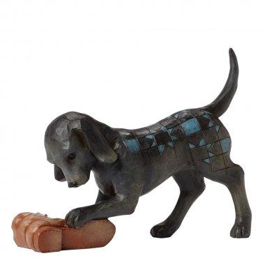 Pes čierny labrador a topánky pobrežie Jim Shore