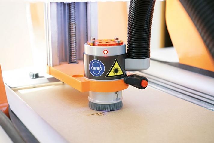 Laserový plotter CNC Krok 2/840 - Rezanie, Laser