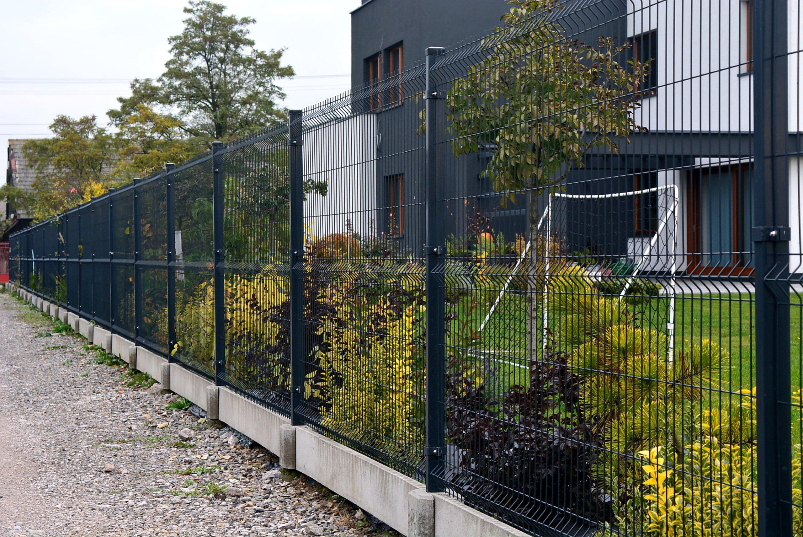 Panelový plot so základom - 150cm oc + farba