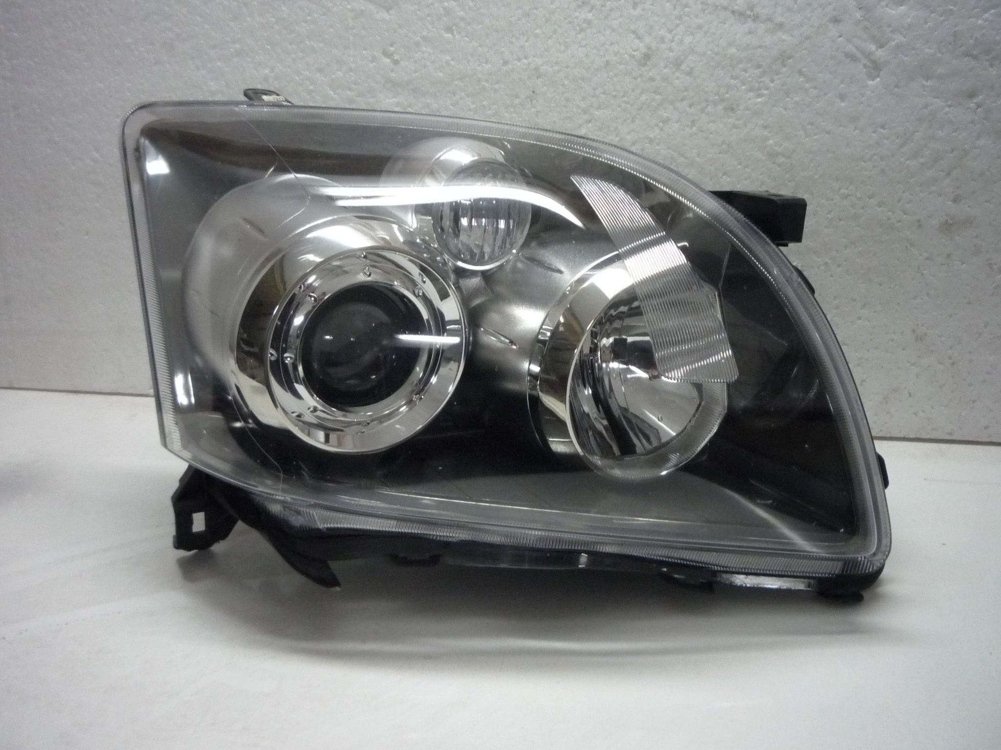 Toyota Avensis T25 Lift Xenon Prawa Lampa Przednia
