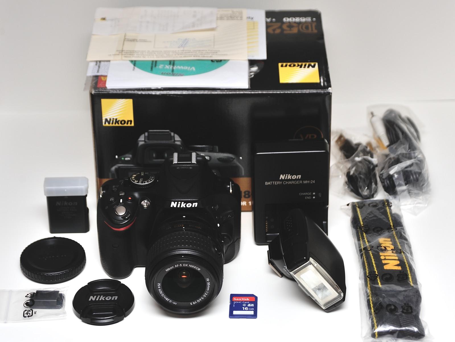 Nikon D5200 + Nikkor VR 18-55 + lampa SB-400 +16GB