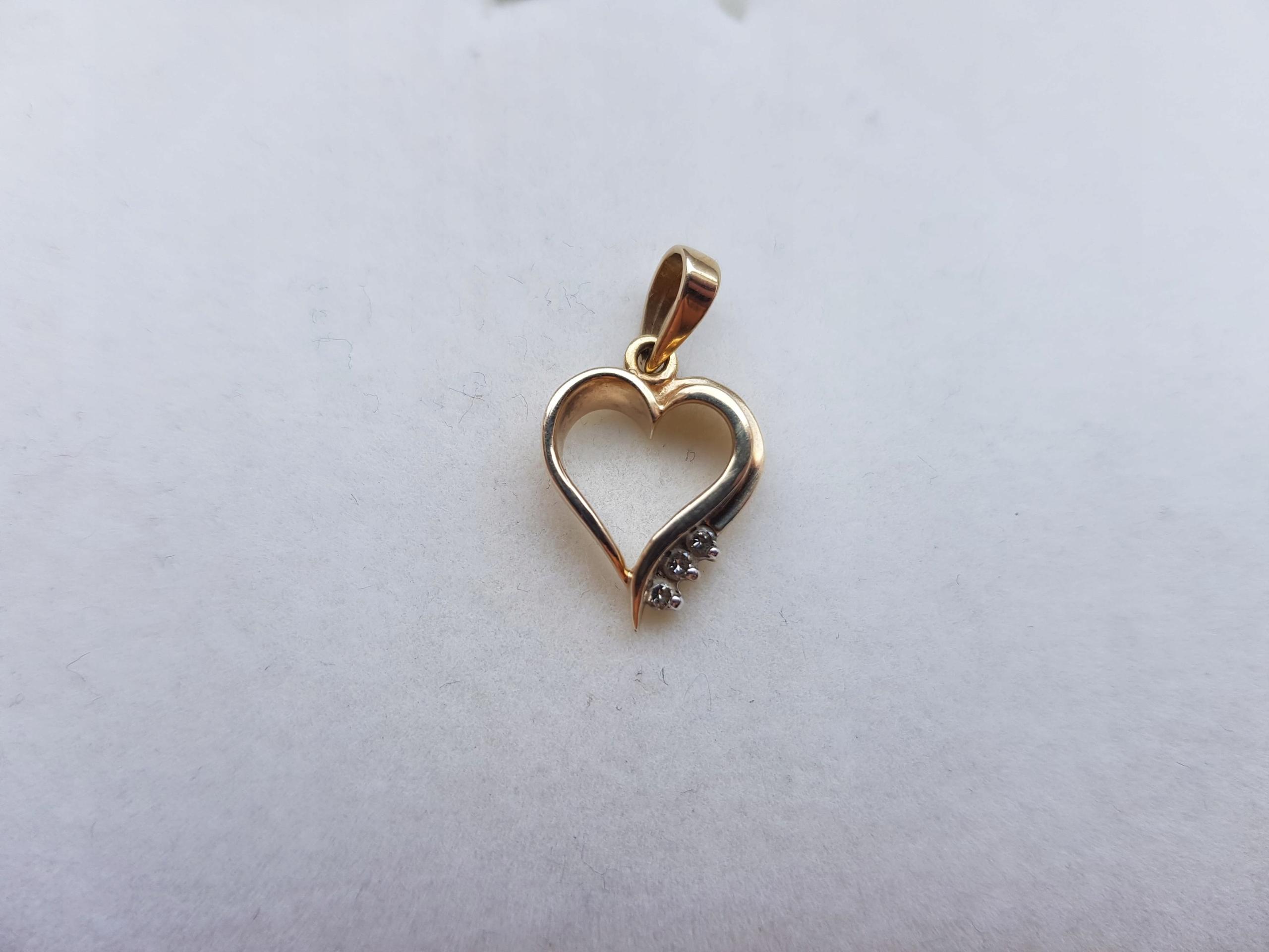 6b7a545c2bbdfa Zawieszka Serce z żółtego złota z diamentami APART - 7469316265 ...