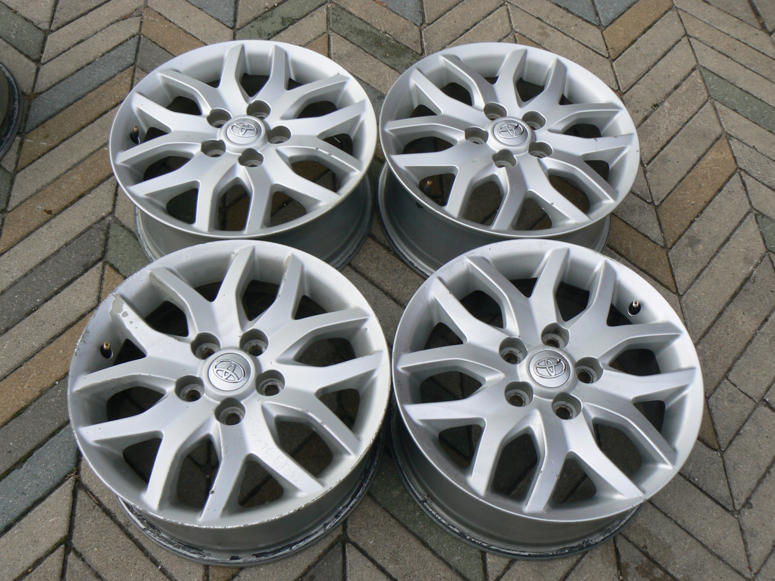 Toyota Auris Felgi Aluminiowe 16 4szt 7582214447 Oficjalne