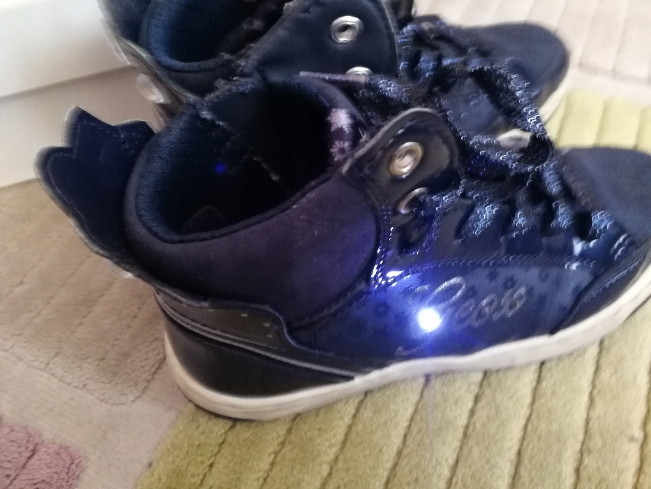 Adidasy GEOX świecące diody cyrkonie roz 34