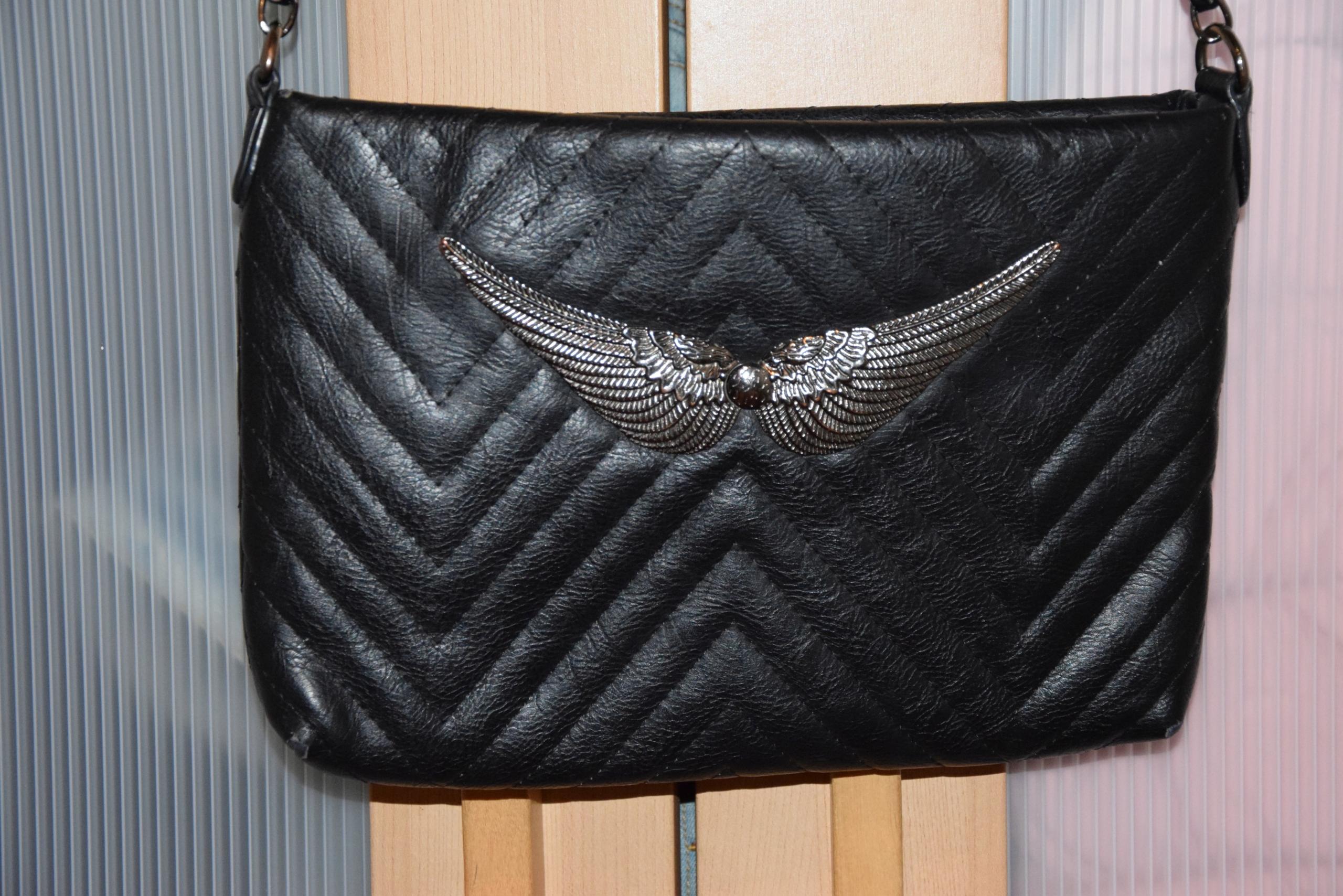 6a63410899dc4 Czarna pikowana torebka skrzydła łańcuszek - 7692530378 - oficjalne ...