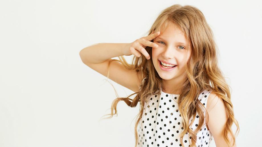 Dziewczęce groszki – przegląd wygodnych sukienek do szkoły i do przedszkola