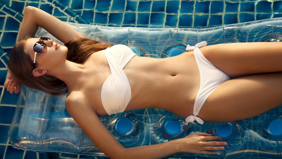 Białe bikini gorący hit sezonu!