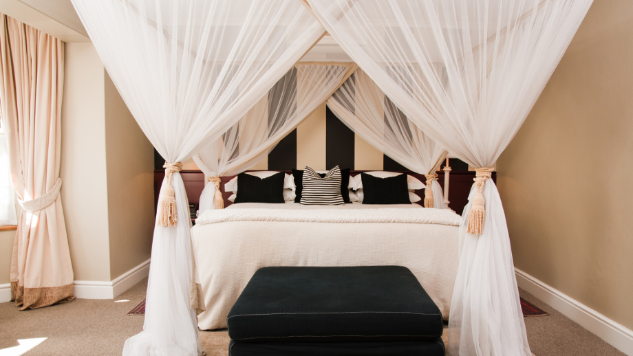 Pomysł Na Przytulną Sypialnię łóżko Z Baldachimem