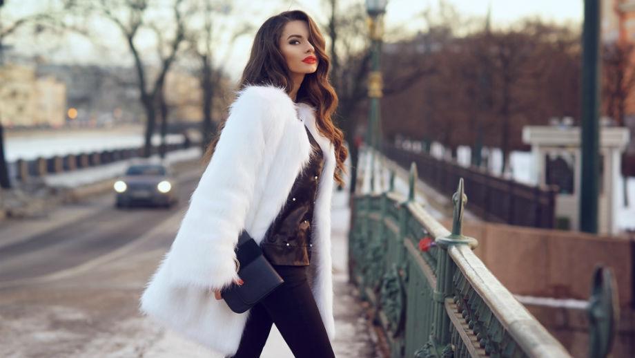 Warstwy wciąż na topie – trzy propozycje stylizacji z jesiennym płaszczem