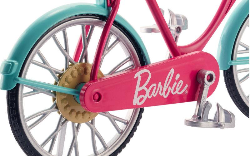 10 wakacyjnych akcesoriów dla Barbie