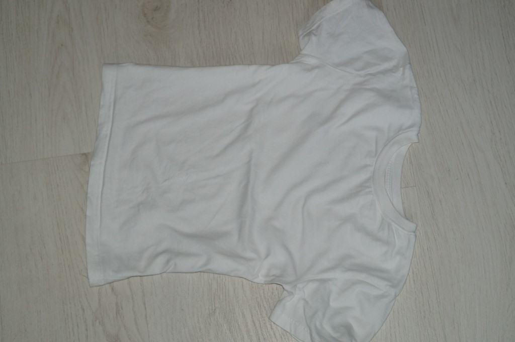biała koszulka na 8lat