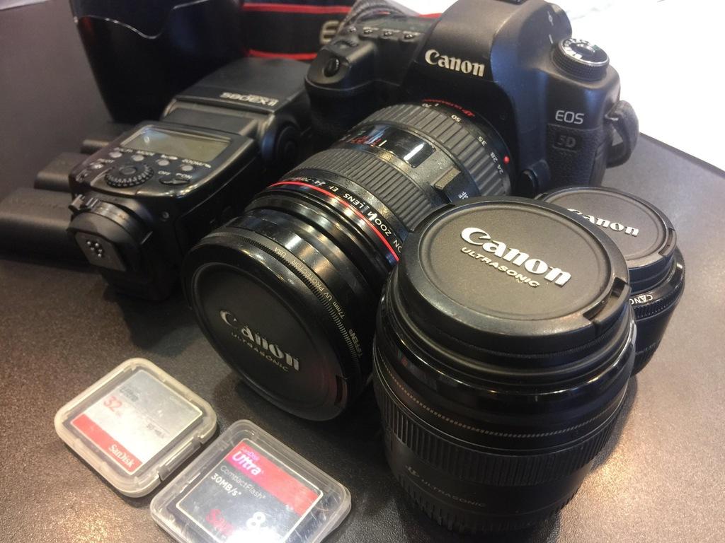 Canon 5D MkII Mark II + 24-70 + 50 + 85 + 580EX II