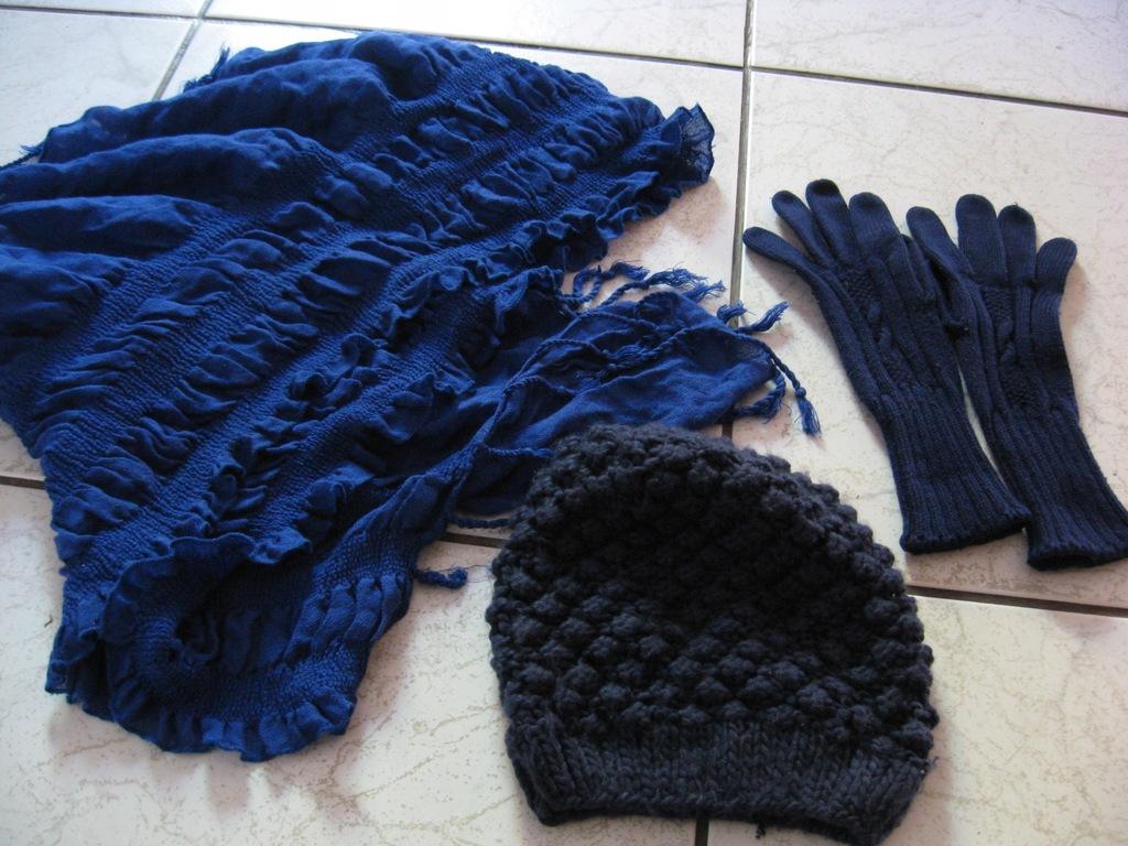 zimowy komplet H&M czapka szal rękawiczki