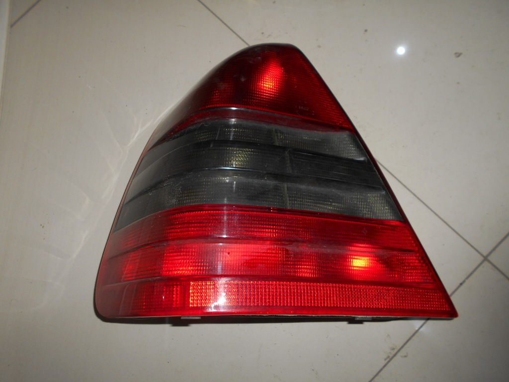 mercedes w204 klosz lampy tył