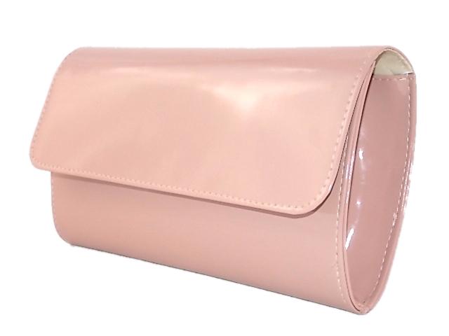 6e92d977dbddc W ofercie klasyczna usztywniana torebka kopertówka pudrowy róż wykonana z  najwyższej jakości materiału skóropodobnego lakierowanego.