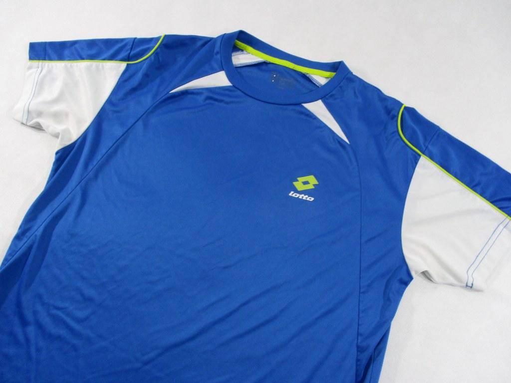 73994e4041d72e Mamy do zaoferowania oryginalną. niebieską męską koszulkę sportową firmy.  LOTTO