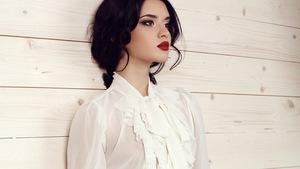 d668328f02d79a Bez kołnierzyka – przegląd bluzek i koszul dla eleganckiej kobiety w każdym  wieku