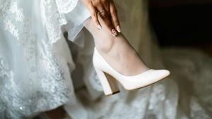 39ca3380e37f6 Jak dobrać buty do ślubnej sukienki?