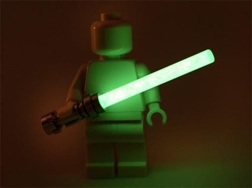 Miecz świetlny Lego Star Wars świecący w ciemności