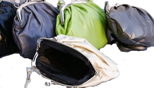 Beżowa torebka listonoszka zamykana ba bigiel
